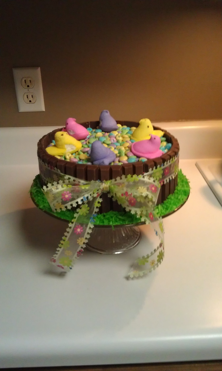 Easter Kit-Kat Cake.Yess... Mom and I just made this<3!! love. cant wait to dig in!!!