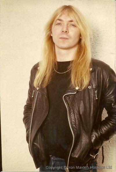 Dave Murray. Dave Murray (David Michael Murray, nacido el 23 de diciembre de 1956 en Edmonton, Londres, Inglaterra) es uno de los tres guitarristas de la banda británica de Heavy metal Iron Maiden, siendo él y Steve Harris los únicos miembros de la banda que han aparecido en toda la discografía de la misma.