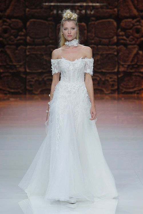 5d4d85c277 Inmaculada Garcia. Credits  Barcelona Bridal Fashion Week(1 ...