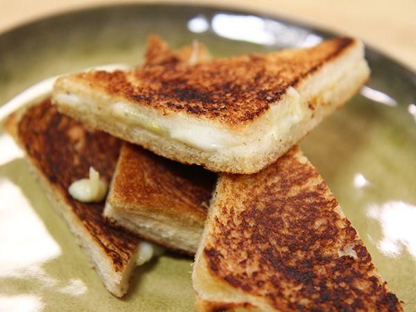 Varma mackor med tre sorters ost   Recept från Köket.se