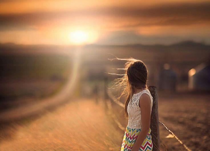 Тебя не спасут ни мечты , ни компания , Ни если ты станешь у Бога слугой. Запомни одно :выдыхай при желании. А если не он , значит,будет другой.  Тебя не погубит ни гордость ,ни улица. Ты вытерпишь и не согнешься дугой. Запомни одно:никогда не сутулиться. И если не он ,значит,будет другой...
