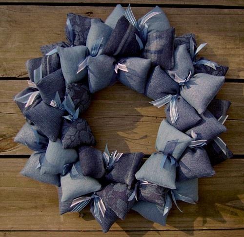 Blue Jean Denim Fabric Wreath. Einige Kissen mit Lavendel füllen! Fill a few with lavender!