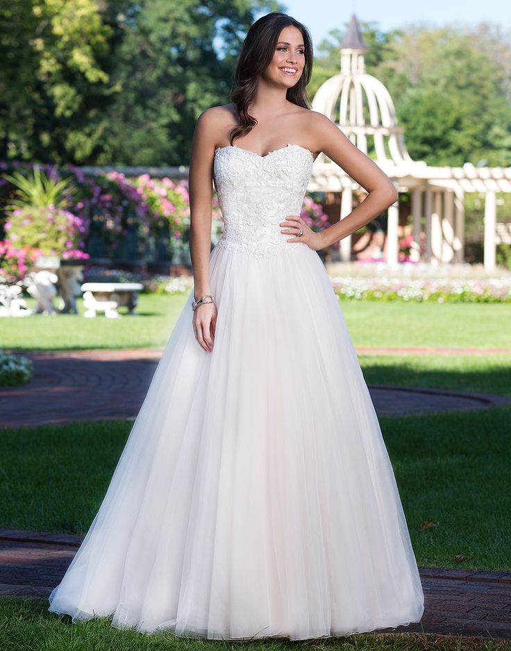 Sincerity wedding dress style 3919 This sweetheart ball gown features a corset back, basque waistline, and tulle skirt that is perfect for the princess bride.