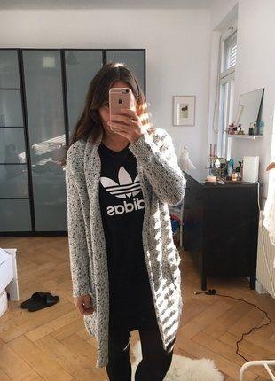 Kaufe meinen Artikel bei #Kleiderkreisel http://www.kleiderkreisel.de/damenmode/cardigans/137222548-oversize-strickcardigan-von-hm-mit-taschen