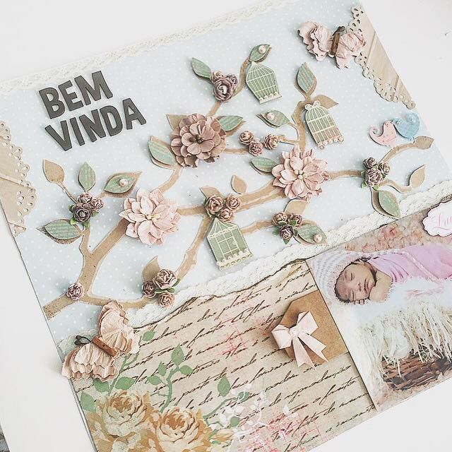 página decorada com papéis decorados , mini flor artesanal, adesivos e tag