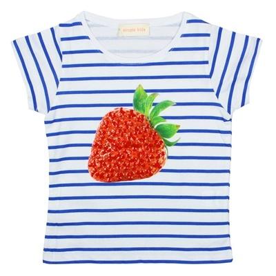 Een prachtig blauw gestreepte t-shirt van Simple kids met print van een aardbei. De aardbei is mooi afgewerkt met glinsterende pareltjes wat een extraatje geeft aan dit t-shirt.