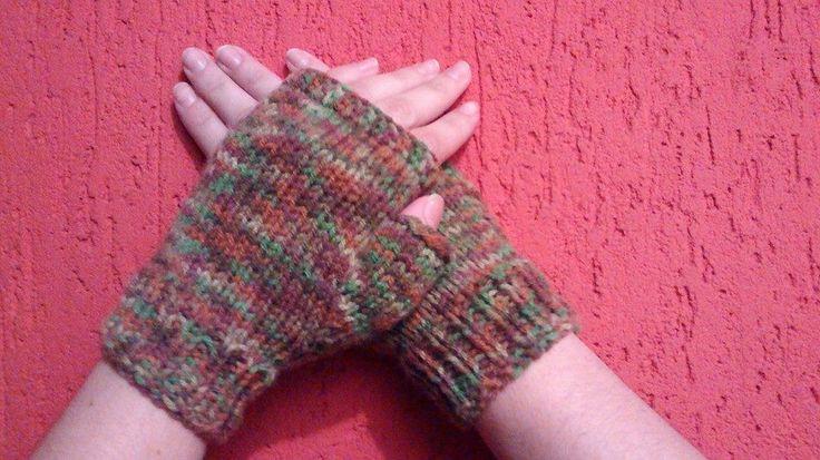 Luvas de tricô, feitas com lã de qualidade e da cor que o cliente escolher.