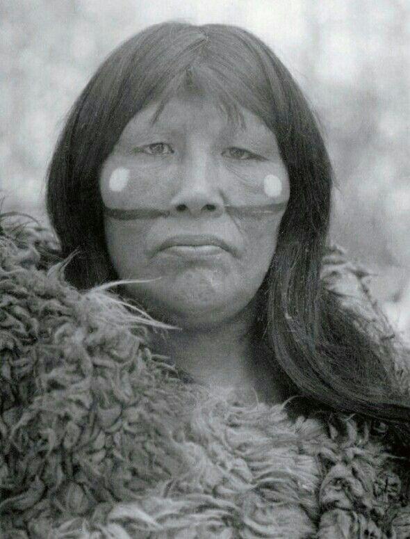 Kauxia. Mujer Selknam fotografiada por Martín Gusinde en 1924, Tierra del Fuego #Magallanes