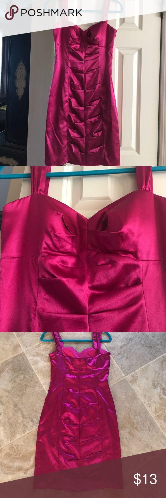 Fushia dress! Size 9/10 juniors. Worn once. Like new. Size 9/10. Zips up side. 95% polyester 5% spandex. Morgan & Co. Dresses