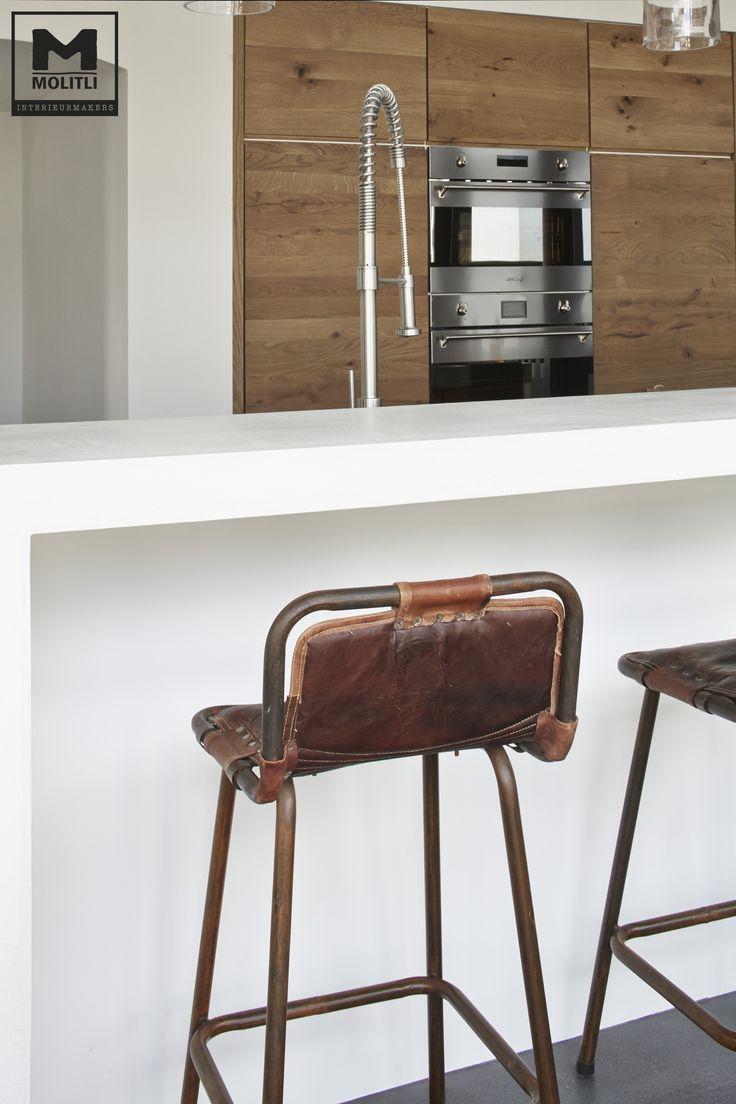 Door ons op maat gemaakte keuken; hout en betonstuc met onze gietvloer van echt beton! www.molitli-interieurmakers.nl