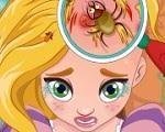 Em Rapunzel Pegou Piolho, nossa linda princesa Rapunzel pegou piolho na escola e agora seu cabelo está arruinado. Vamos ajudar a princesa Rapunzel ter lindos cabelos de novo. Comece com raspando sua cabeça, cuidando dos machucados e acabando com todos os piolhos. Depois use uma porção mágica para que seus cabelos voltem a crescer e que os piolhos não consigam mais entrar. Divirta-se com Rapunzel!