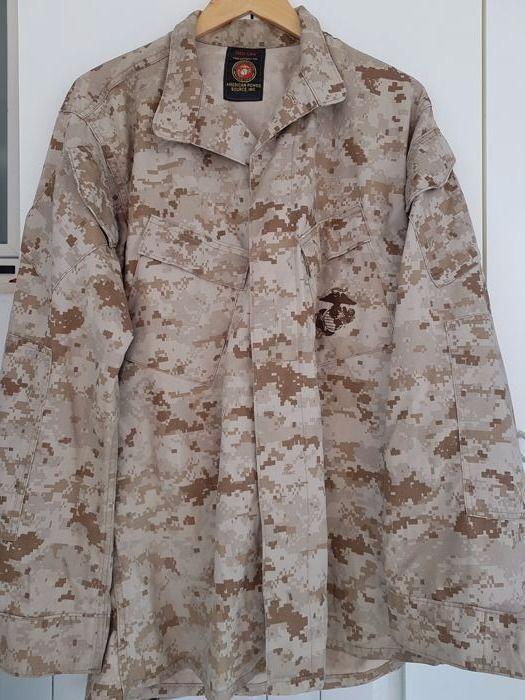 """Fantastische USMC """"US Marines Corps"""" Blouse Desert Marpat Camouflage volledig origineel datum 2004  Zeer zeldzame United States Marines Corps vest in dienst tijdens de tweede Golfoorlog. Dit is niet de gebruikelijke kopie beschikbaar voor verkoop op de internetsites maar een volledig origineel product komt uit de voorraad van de Verenigde Staten. Jarenlang heb ik het verzamelen van dit spul. Deze camouflage vandaag heet """"Desert Marpat Camouflage"""". De jas is voorzien van het originele label…"""