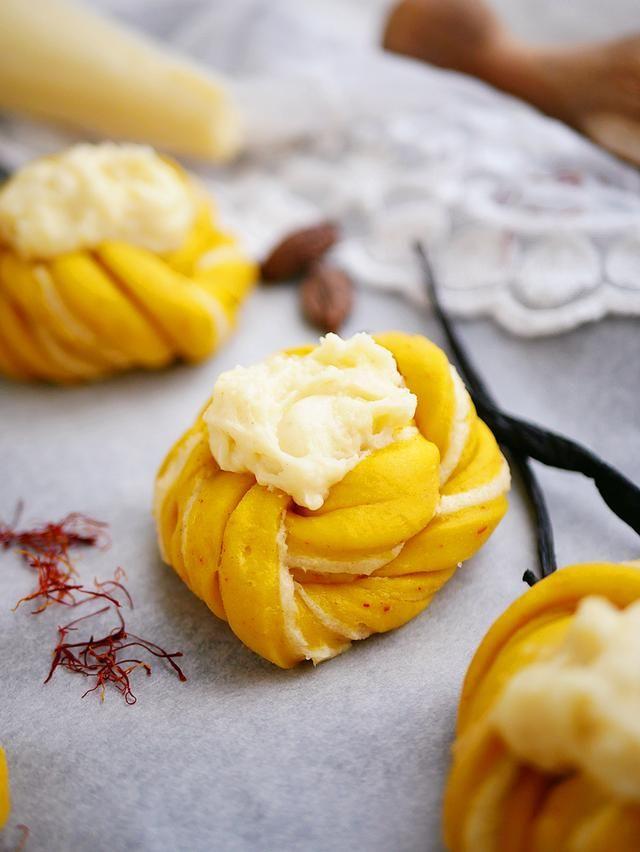Saftiga saffransbullar med vaniljkräm | My Kitchen Stories