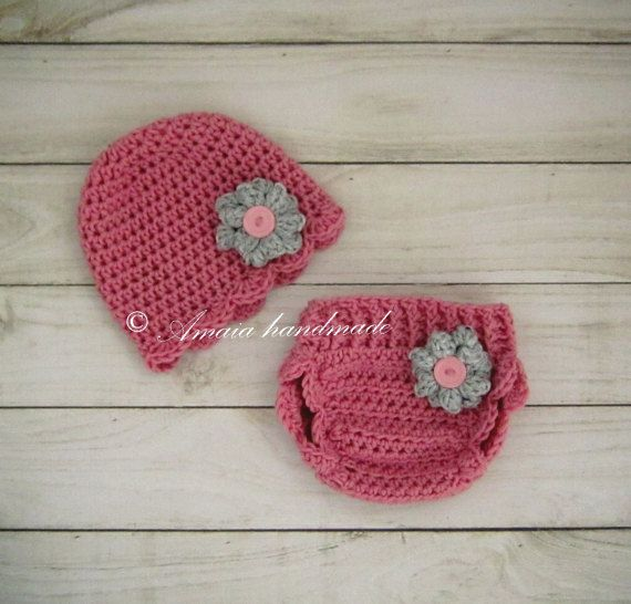 Amaia handmade - crochet photo props: Crochet diaper cover and cute hat https://www.etsy...