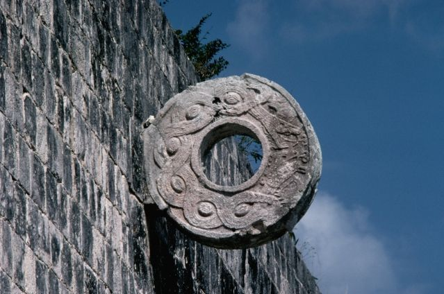 Le ballon orange chez les Mayas - France Inter