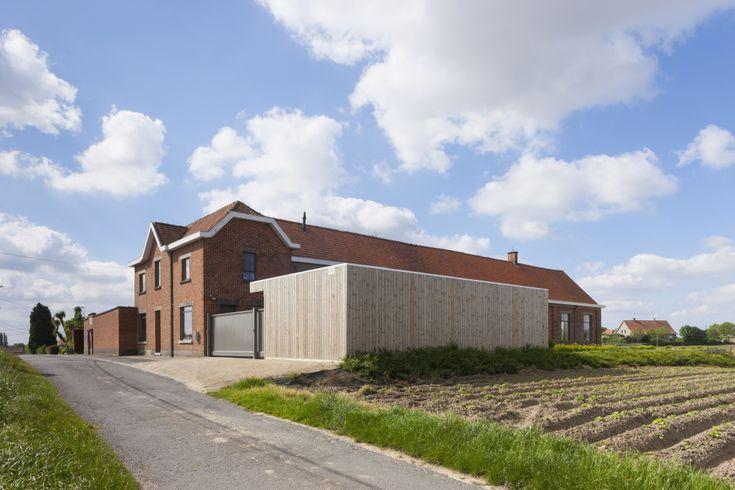 Verlaten schoolgebouw wordt ruime en lichte gezinswoning