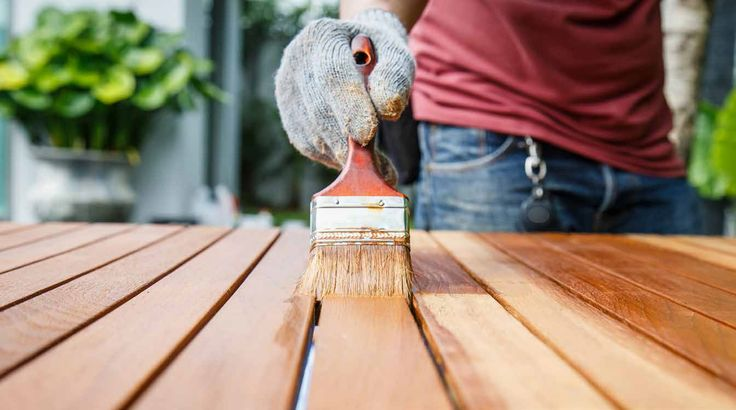 Praxis | Beits je tuinmeubelen zodat ze langer mooi blijven