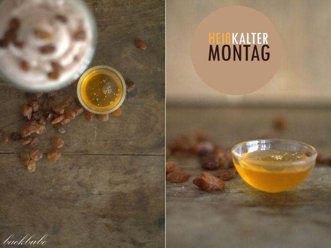 Heißkalter Montag - Heiße Milch mit Honig, Rosinen und Schokosahne - Honigschälchen