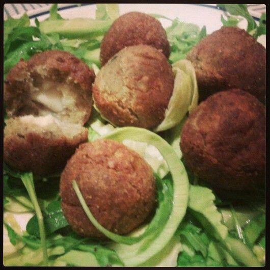 #lentil#balls with #paprika, #sesame and #smokeyrisella by Alex #veganfood #vegancheese #dairyfree #senzalattosio