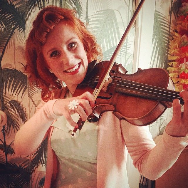 JUJU loves Music and to have fun in the beautiful #hawaiiankitchen We hope that you are all out dancing tonight? #plexiglass #vintage #countrymusic #country #plexiglassjewelry #jewelry #wearjuju #juju #flowers #hawaii #vintagestyle #vintagelook #rockabilly #rockabillystyle #tropical #danishdesign #design #jujuflowers #newvintage #plasticflowers #flowerearrings #flowerfingerrings #copenhagen #lovejewelry #lovejuju @blamebetty beautiful dress, #thankyou