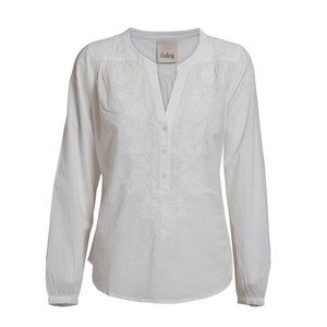 Buddah shirt w embroidery, white. A light and pretty shirt perfect for spring. The shirt has beautiful Indian embroidery on the front and is lightly form-fitting. Made from 100% GOTS certified organic cotton.