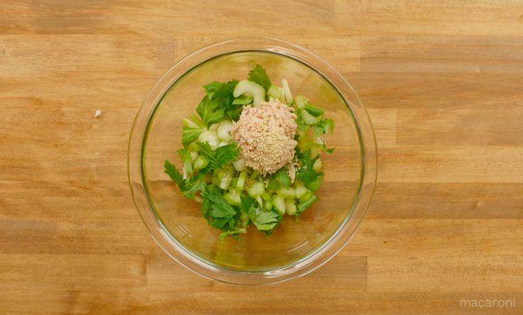 ご飯が何杯でもいけちゃう無限レシピシリーズ。ピーマン、人参、なすに続きついに「無限セロリ」が登場!サラダやスープ、付け合わせなど脇役イメージの強いセロリが今回の主役です。セロリ好きもひれ伏したくなる無限セロリのレシピをご紹介!