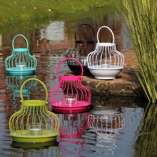 De drijvende lantaarn Pont zorgt voor een sprookjesachtige sfeer in vijver of waterpartij. Je kunt hem ook ophangen. In diverse kleuren verkrijgbaar!