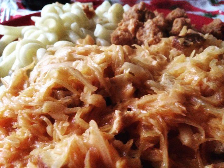 #vegan #gulash #pasta #soyameat #sauercabbage Včerejší oběd, večeře a dnešní oběd #klubkovari #varimhodne 🍂☺️🍁🍴