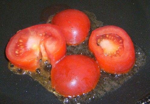 Fried egg, tomato and rasher sandwich | Recipe