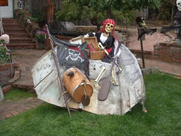 26 best Sea of the dead Halloween decor images on Pinterest - halloween pirate decorations