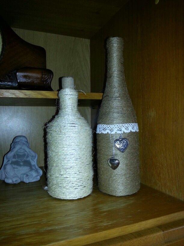 Flessen gepimpt met sisal touw , kant en hartje.