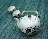 """Ceaiul #oolong, originar din provincia Fujian din China are un gust mai puternic decat #ceaiul verde. Unul dintre cele mai importante efecte consta in faptul ca ajuta la scaderea greutatii corporale. Cuvantul """"oolong"""" inseamna """"dragon negru""""  #ceai #ceaiuri #beneficiileceaiurilor"""