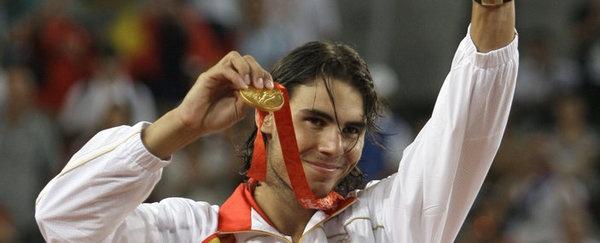 Rafael Nadal, en el podio de Pekín'2008 con su oro olímpico. Sera el abanderado español en la ceremonia de inauguración de las olimpiadas de Londres 2012.