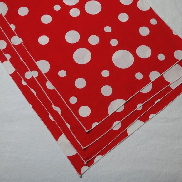 1980s Vintage Set of 4 Red & White Polka Dot Place Mats, 16.5 x 11.25 In., Poly Cotton Blend, Vintage Table Linens, 1980s Home Decor by VictorianWardrobe on Etsy
