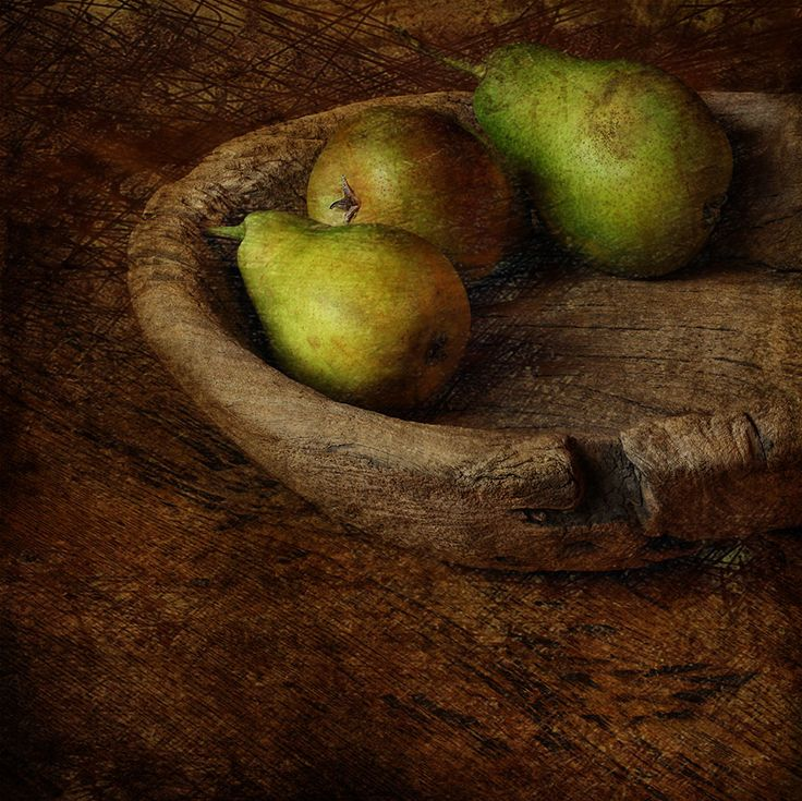 jean pierre delmur Poires dans un plat en bois