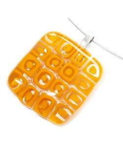 Handgemaakte hanger van helder geel millefiori glas!