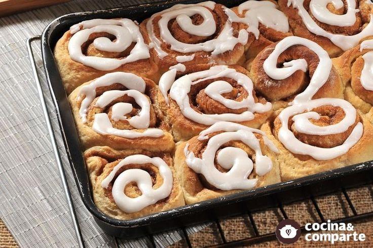 Sabrosos roles de canela hechos en casa, la masa base de levadura se puede usar para múltiples panes dulces como trenzas o empanadillas de manzana.