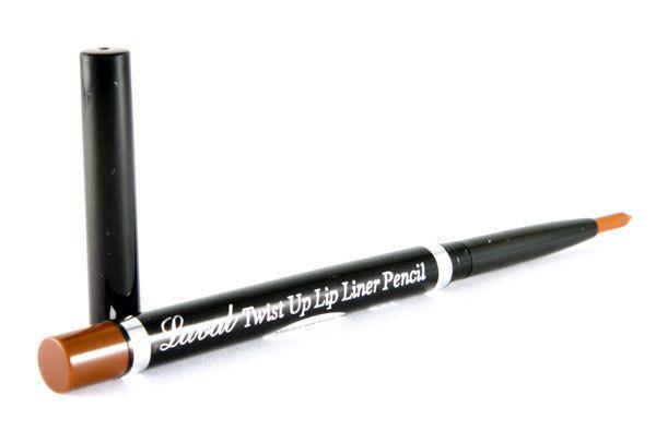 Το Laval Twist Up Lip Liner Pencil είναι το αδιάβροχο, μηχανικό μολύβι χειλιών από τη Laval. Έχει μαλακή υφή και είναι ιδανικό για να τονίζετε το κραγιόν σας. Απλώς περιστρέψτε το και δώστε ένταση και χρώμα στα χείλη σας. Διατίθεται σε 6 υπέροχες αποχρώσεις.