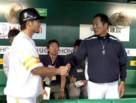 Yuki Yoshimura (Fukuoka SoftBank Hawks) and Kiyoshi Nakahata (Yokohama DeNA BayStars)