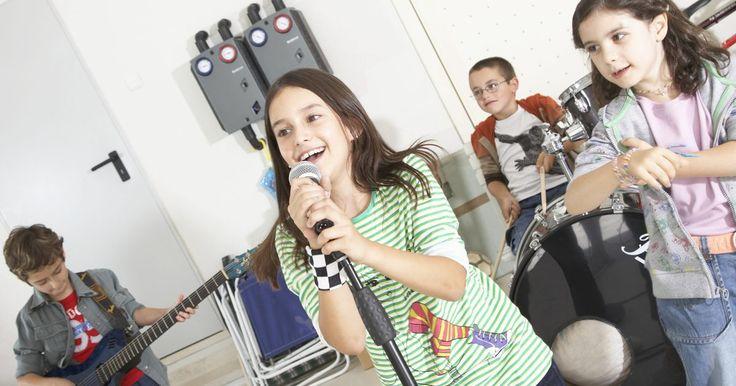 Cómo mezclar canciones usando Garage Band. Garage Band es el programa de grabación y edición de música comercial de Apple que viene incluido en los sistemas operativos Mac OS X Leopard y Snow Leopard, como parte de la serie de programas iLife. Además de componer música original, puedes utilizar este programa para editar música existente. Por ejemplo, puedes tomar dos o más canciones y ...