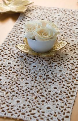 "Free pattern for ""Starburst Table Runner""...gorgeous!"