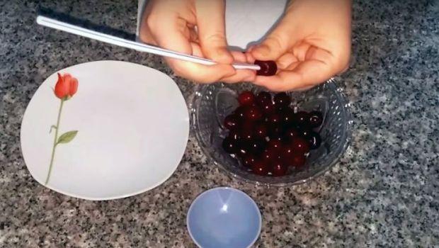 VIDEO: Cum să scoţi rapid sâmburii de la cireşe sau vişine