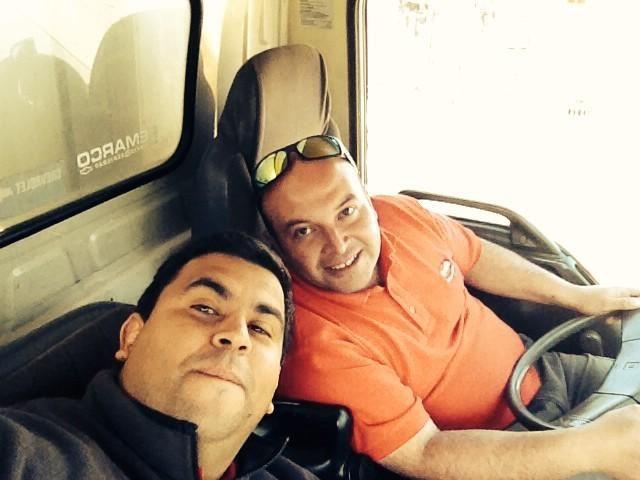 @Fiessta909 ahy una selfi con mi compañero