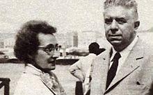 """Il 20 ottobre 1963 al Policlinico di Milano, muore Drusilla Tanzi all'età di 77 anni, moglie di Eugenio Montale. A lui il poeta Montale, dedicò questa struggente poesia: """"Ho sceso, dandoti il braccio, almeno un milione di scale/ e ora che non ci sei è il vuoto ad ogni gradino./ Anche così è stato breve il nostro lungo viaggio. / Il mio dura tuttora, né più mi occorrono/ le coincidenze, le prenotazioni,/ le trappole, gli scorni di chi crede/ che la realtà sia quella che si vede"""""""