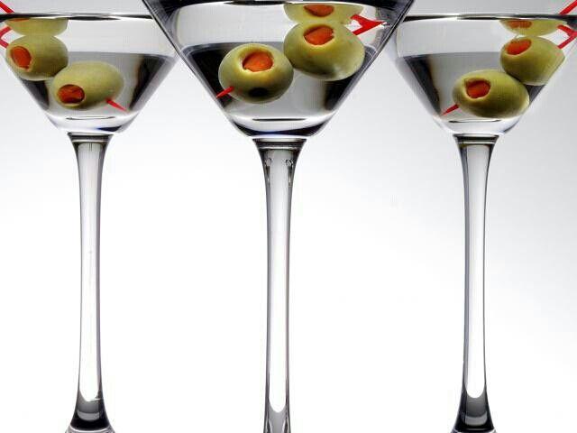 Margarita con aceitunas rellenas de pimiento rojo