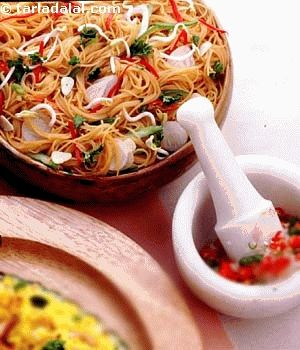 A very pleasing presentation of soft noodles and bean curd combined with fresh vegetables and crunchy peanuts.