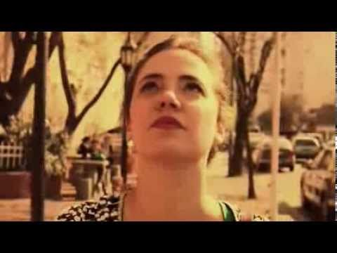 TIÊ - ANDO MEIO DESLIGADO [CLIPE OFICIAL]..Adoro esta música..E a voz da Tiê tb é linda né!...Admiradora da Bridget Jones...Brasil 17/11/2015.