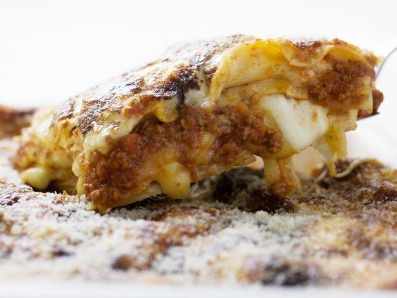 Lasagne ist ein Rezept mit frischen Zutaten aus der Kategorie Fleisch. Probieren Sie dieses und weitere Rezepte von EAT SMARTER!
