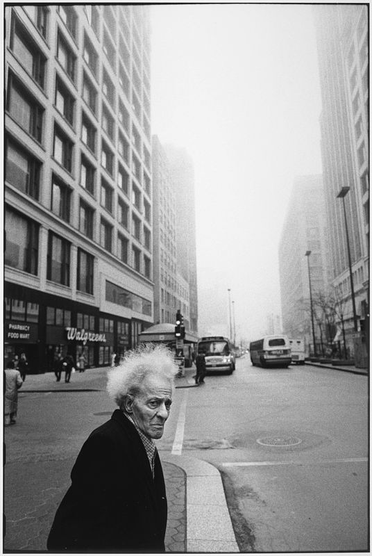 Tom Arndt, Man on the street, Chicago 1990 ©Tom Arndt/ Courtesy Les Douches la Galerie Paris