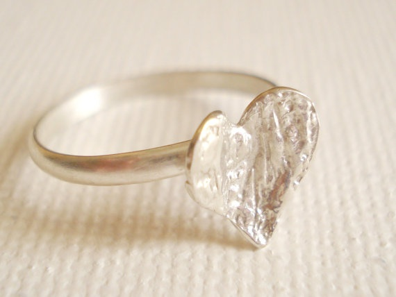 Textured tiny heart Sterling Silver Ring by PenelopeStudio on Etsy, €19.00